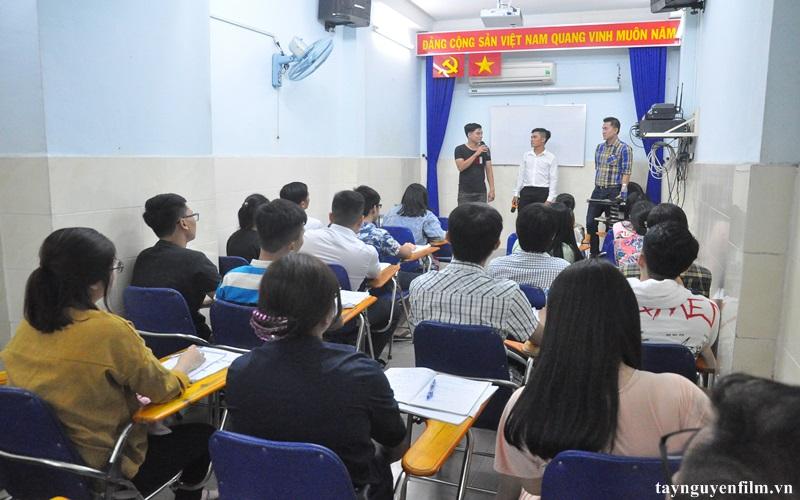 lớp học làm mc hội nghị